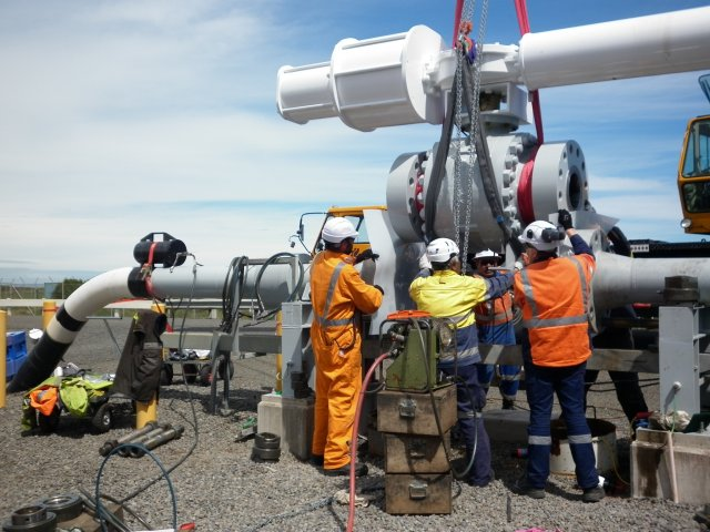 Remote Tecno Plug isolating gas pipeline to allow valve changeout