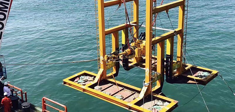 Emergency pipeline repair subsea hot tapping plugging